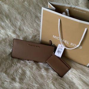Michael Kors Saffiano Leather Jet Set Wallet
